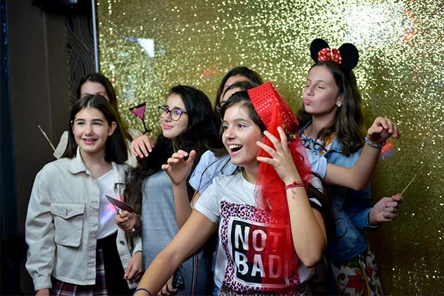 petrecere copii cu cabina foto
